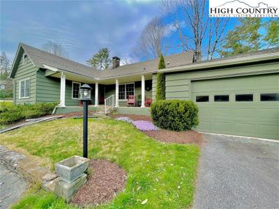256 Ransom St, Blowing Rock, NC 28605