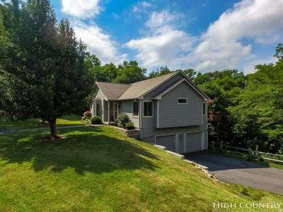 308 Sorrento Knolls Dr, Blowing Rock, NC 28605 MLS #209263 Image 1 of 27