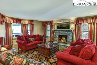 450 Country Club Ln Image 4