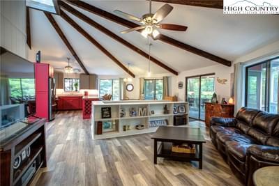 8066 Gragg Heights Cir, Blowing Rock, NC 28605