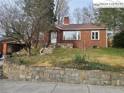 463 Oak St, Boone, NC 28607