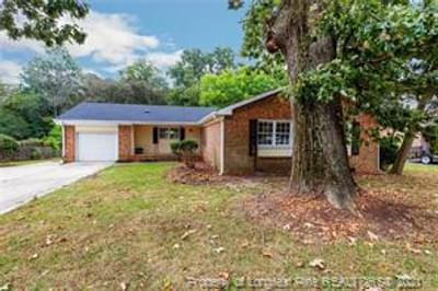 5402 Brookfield Rd, Fayetteville, NC 28303