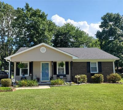605 Pine Ridge Dr, Greensboro, NC 27406