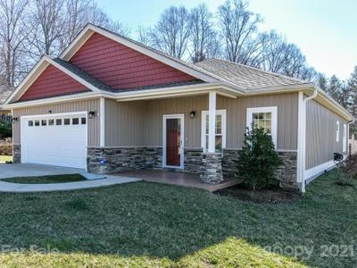 11 Bee Tree Village Pkwy, Swannanoa, NC 28778