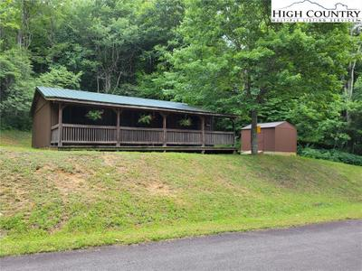 544 Paradise Valley Rd, Zionville, NC 28698