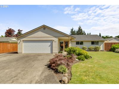 550 Nw 8th Pl, Canby, OR 97013