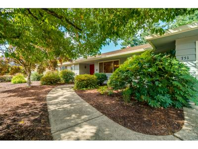 751 Nw Baker Dr, Canby, OR 97013