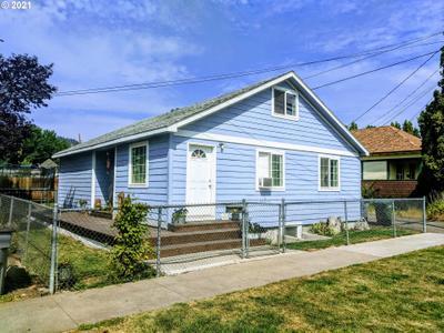 2004 N Greenwood St, La Grande, OR 97850
