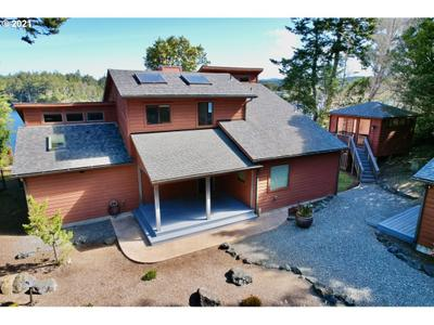 1050 Lakeshore Dr, Port Orford, OR 97465