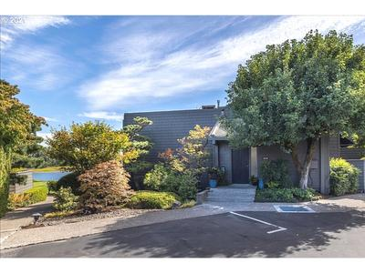 5810 S Riverpoint Ln, Portland, OR 97239