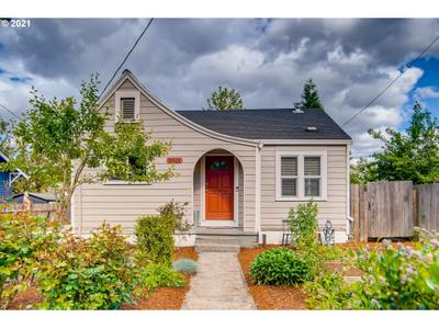 8424 N Peninsular Ave, Portland, OR 97217