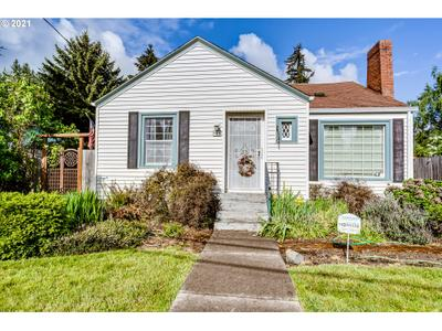 906 5th St, Springfield, OR 97477