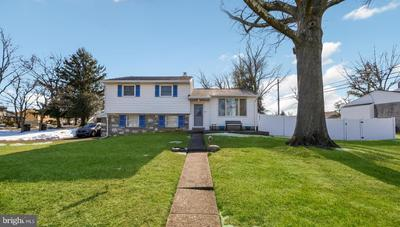 102 Holly Dr, Hatboro, PA 19040