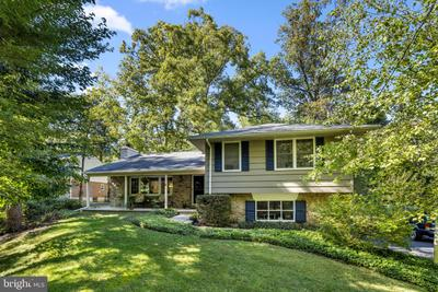 2220 Willow Brook Dr, Huntingdon Valley, PA 19006