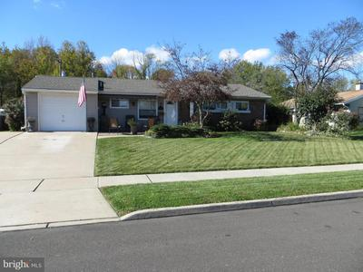 19 Indian Creek Dr, Levittown, PA 19057