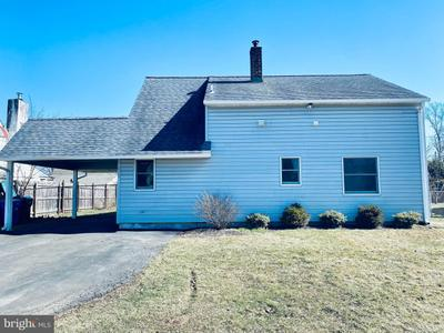 228 Indian Creek Dr, Levittown, PA 19057
