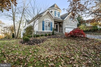 501 Falcon Pointe Dr, New Hope, PA 18938