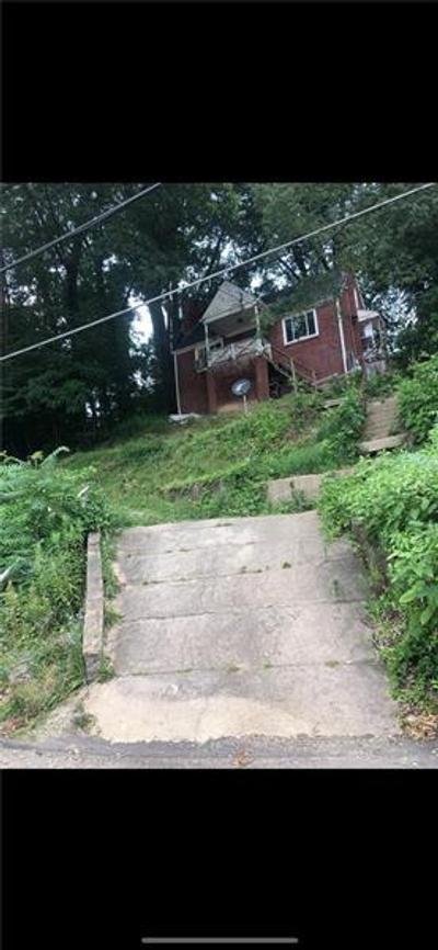 2211 Dartmore St, Pittsburgh, PA 15210