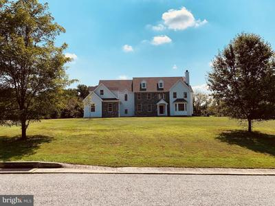 8 Wawaset Farm Ln, West Chester, PA 19382
