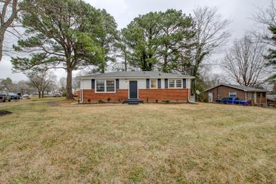 829 Country Club Dr, Clarksville, TN 37043