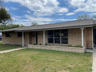 802 E Henderson St, Bishop, TX 78343