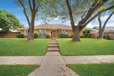 2404 Meadow Creek Dr, Carrollton, TX 75006