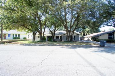 812 Green River Trl, Fort Worth, TX 76103