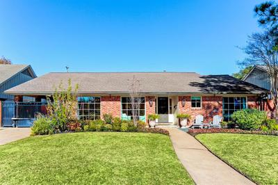 6146 Burgoyne Rd, Houston, TX 77057
