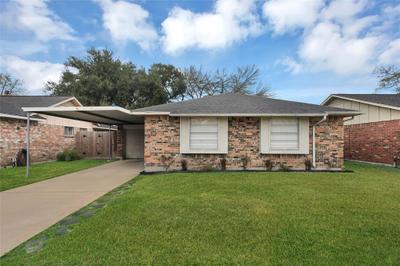 1435 Middle Park St, Pasadena, TX 77504