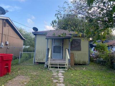 512 W Avenue F, Robstown, TX 78380