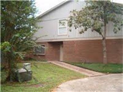 17821 S Cypress Villas Dr, Spring, TX 77379