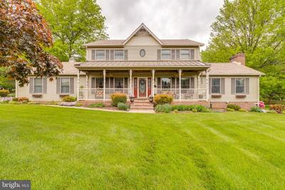 415 Pleasant Valley Dr, Charles Town, WV 25414