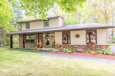 5141 S Honey Creek Dr, Greenfield, WI 53221