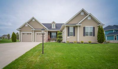 7820 W Mourning Dove Ln, Mequon, WI 53097