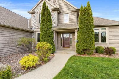 1452 W Armann Way, Oak Creek, WI 53154