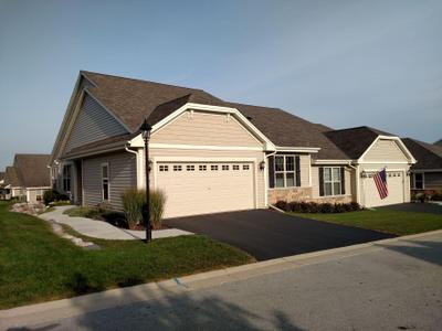 438 Woodfield Cir, Waterford, WI 53185