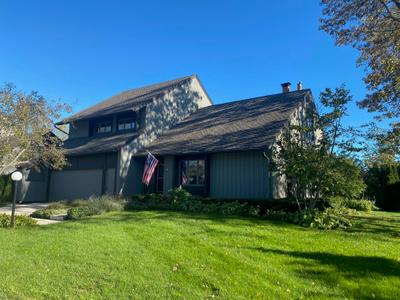 26 Lakewood Dr, Wind Point, WI 53402